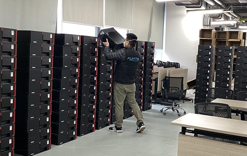 笔记本电脑回收后会流向哪里?跟随记者探访阿科特环保回收找答案
